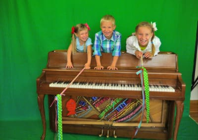 vogeljoy kids in the piano